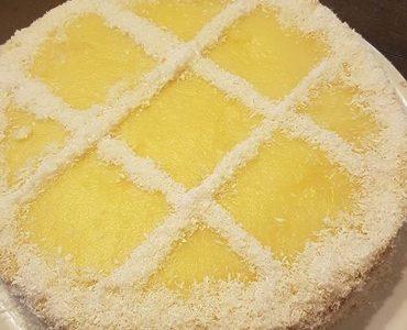 Pan di spagna con crema al latte, cocco e lemon curd