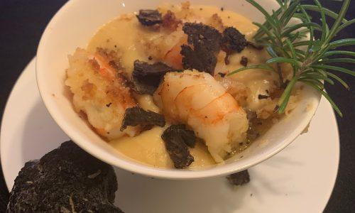 vellutata di ceci con gamberi e tartufo nero